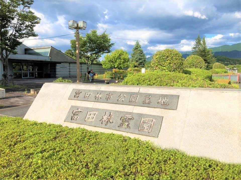 富田林市営 富田林霊園 見通しの良い入口で入りやすく、緑が目にやさしい