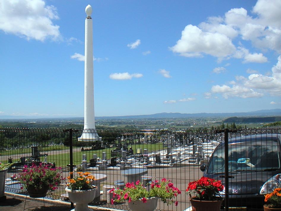 北海道中央霊園 シンボルタワー「ローソク塔」