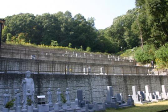 金蔵寺墓苑の画像1