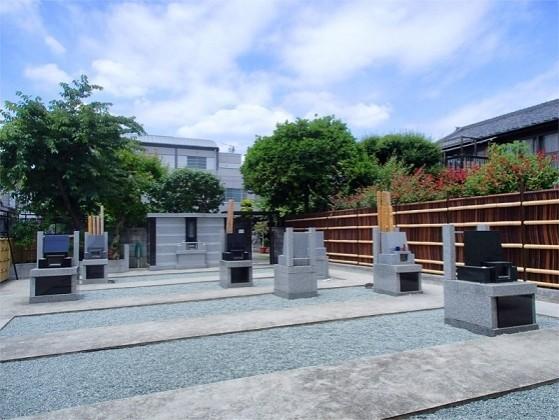隅田川せせらぎ霊園|緑豊かな園内は、車イスでも安心のバリアフリー設計