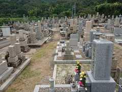 穴虫西共同墓地
