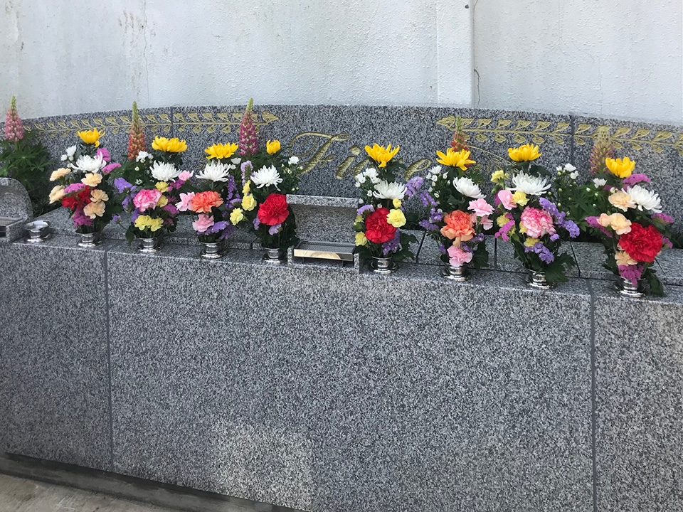 樹木葬フィオーレガーデン|季節の華花を手入れしていきます