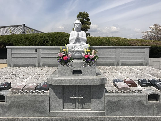 南平台中央墓地