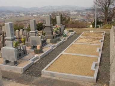白銀山墓地