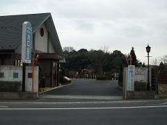 霊園の正門