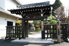 霊園の入り口