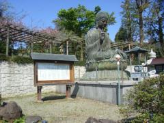 寺院の建物やさまざまな像は貴重な文化財としても一見の価値がある
