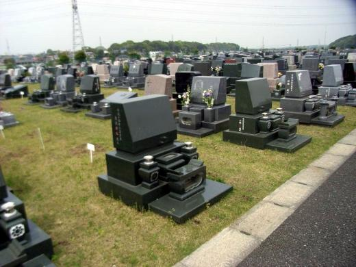 6300区画と広大な墓所は、一般墓地のほか、芝生やガーデニングなどのタイプと、バリエーションも豊富