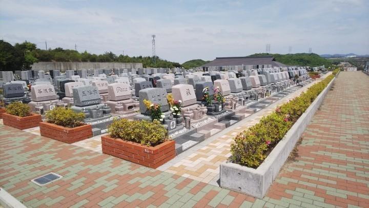 お墓がきれいに建ち並んでいる「なごみの丘」