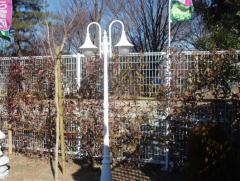 墓域にはおしゃれなデザインの街灯も設置されている