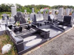 洋型デザインの墓石が隣同士になっているなど比較的集中的に建墓されていることから、建墓例がモデルとなっていることがわかる