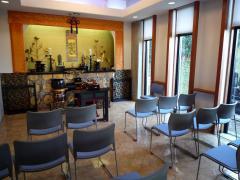 一階礼拝所。園内には五ヶ所の礼拝所がある。