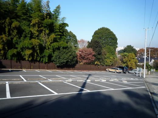 園内駐車場。182台分の駐車スペースが確保されている。