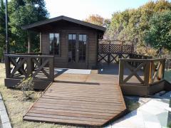 園内最奥部にあるログハウス休憩所。