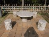 霊園内、休憩用テーブル