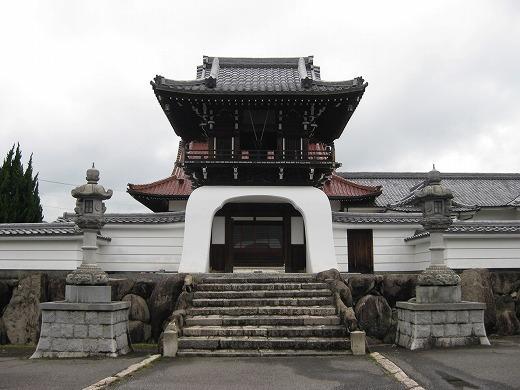 本堂への門