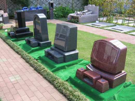 小ぶりな墓石