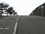 駐車場の一部。立地から全体に傾斜のついた所が多い。
