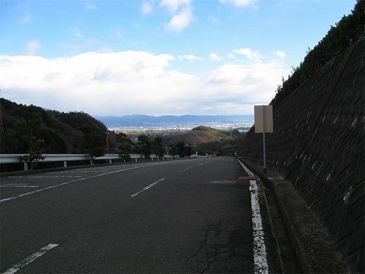 園内車道のもっとも高いところからは京都盆地を一望。この景色だけでも見る価値あり。