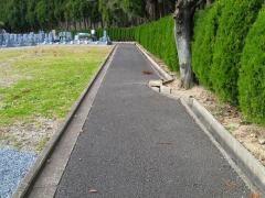 外周通路は舗装されていて車椅子でも心配ないが、聖地との段差は気になる。