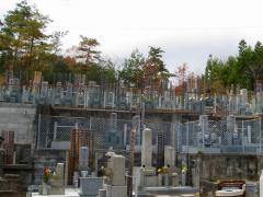 霊園入り口にある六地蔵。