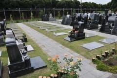 2.1㎡のゆったりとした芝墓地の区画。