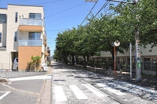 横浜市営地下鉄線の「港南中央」駅から登ってくる「港南桜道」。花の頃にはゆっくりと桜を愛でながら歩きたい。