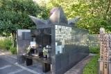 ペットのための永代供養墓「緑山ペットメモリアルガーデン」。優しい観音さまがすぐ横に立っておられるので安心ですね
