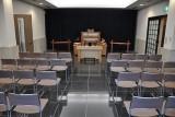 小ホールの内部。「小」とはいっても40席収容です。
