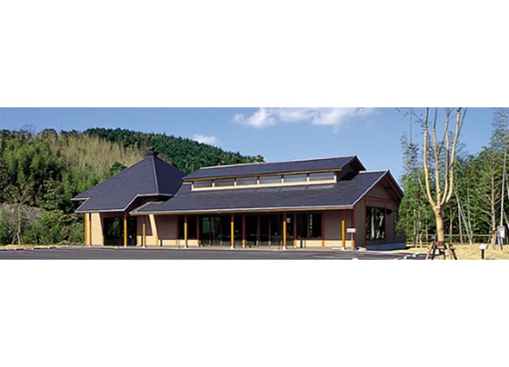 法要施設や休憩所を完備した管理棟