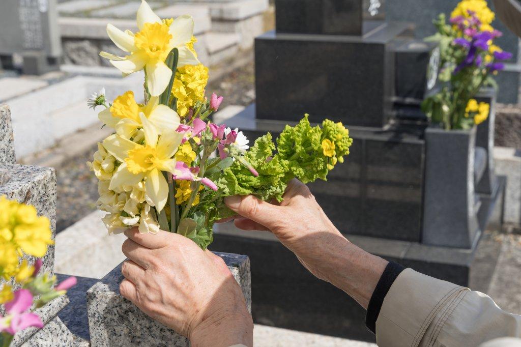 お墓参りとは亡くなられた人へのあいさつです。