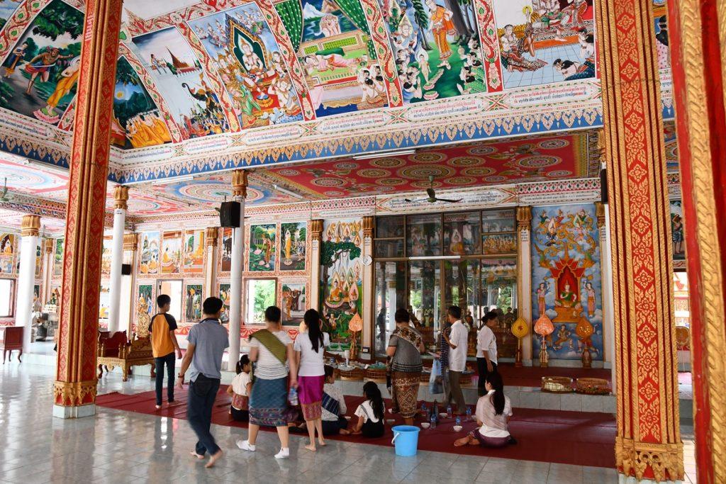 宮殿の中で物語る数々の仏画