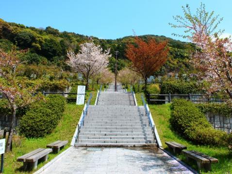 福岡市立三日月山霊園
