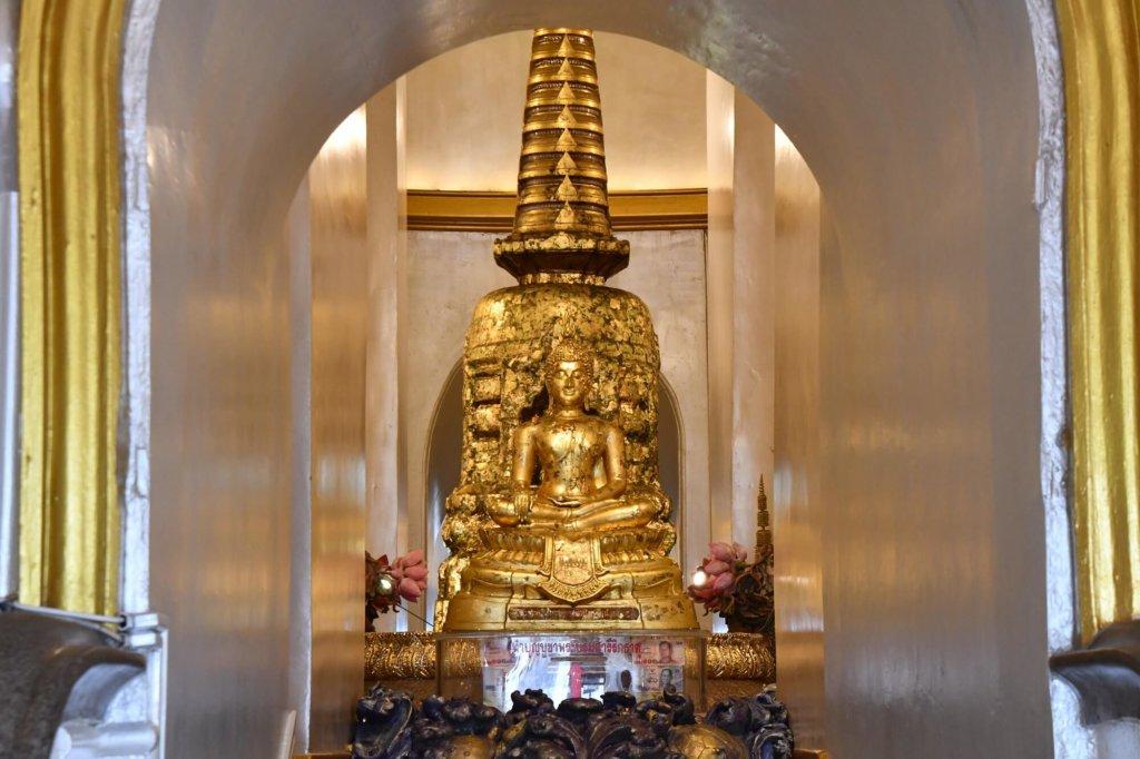 仏塔の中央に丁重に祀られている仏舎利