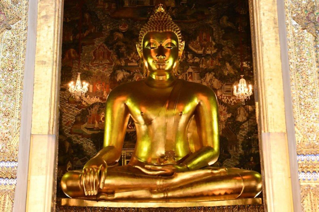 タイで最も美しいと称される礼拝堂の大仏