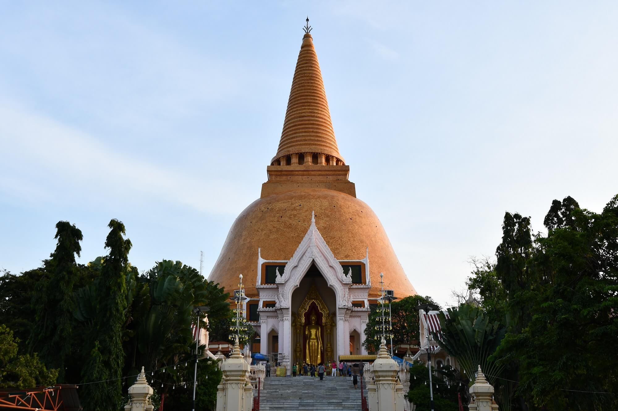 """世界最大の仏塔""""プラパトムチュディ"""""""