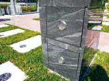 通気口を2カ所設置。カロート内が湿気らない仕組みを持つ
