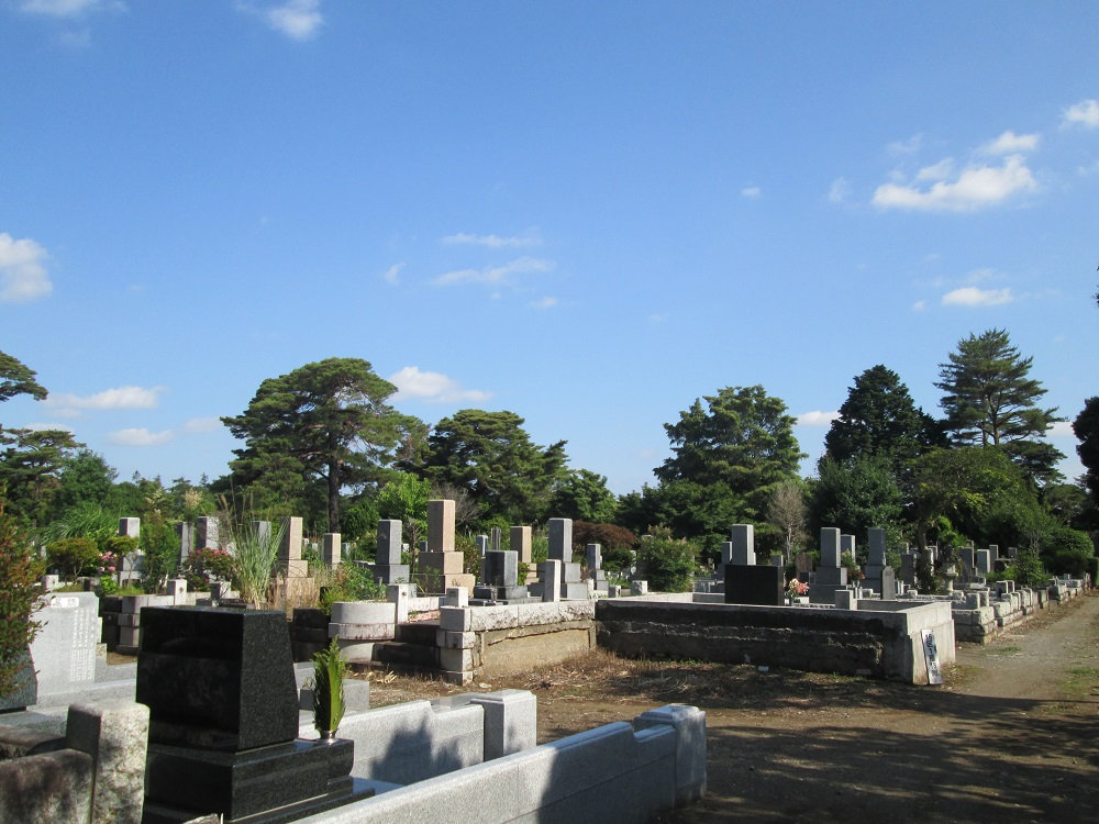 都立多磨霊園の一般的な和型墓石が並ぶ一般埋蔵施設
