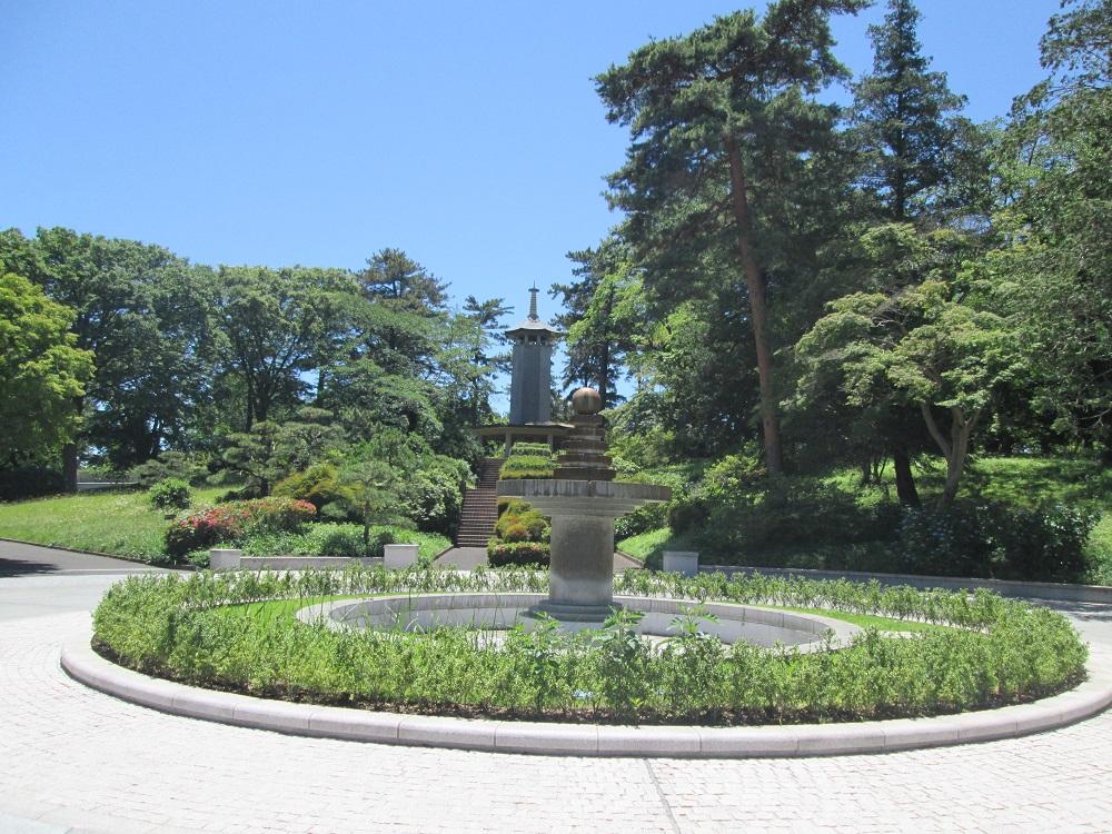 都立八柱霊園の庭園と噴水