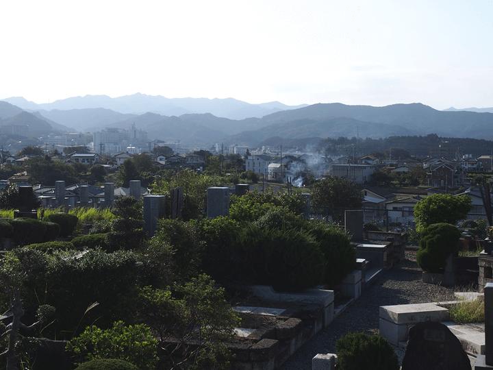武蔵野霊園から望む秩父連峰の様子