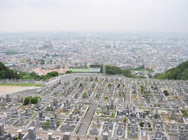 石切霊園から西側に大阪平野を見渡し夕日の景色が美しい