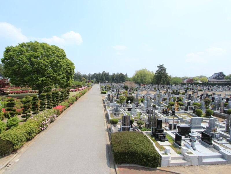 岡部霊園は和型・洋型・デザイン型と自由に墓石を選ぶことができる