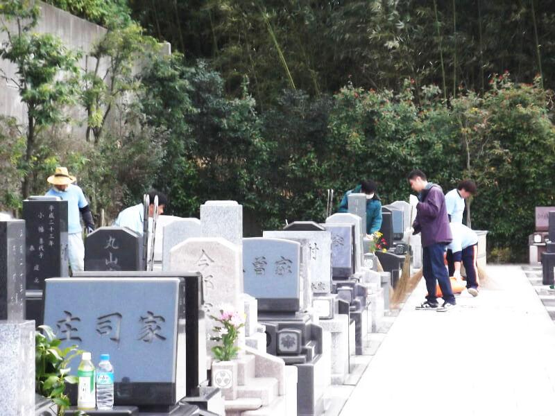 町田メモリアルパークのゆったりとした墓域の風景